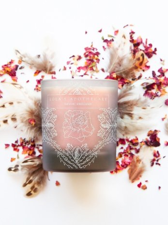 Delicate Romance Naturally Fragrant Candle 1