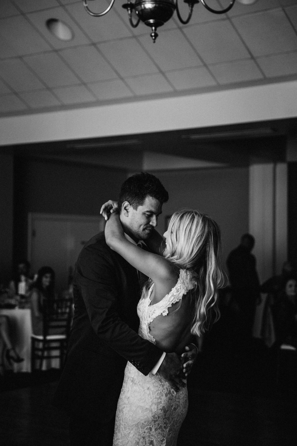 wild-native-photography-modern-pittsburgh-wedding-photographer-butler-country-club_1164