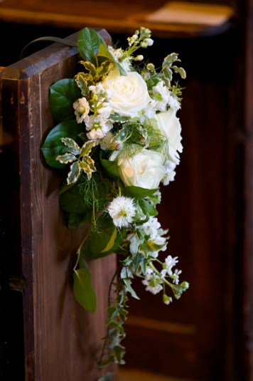 pew-ends-church-flowers