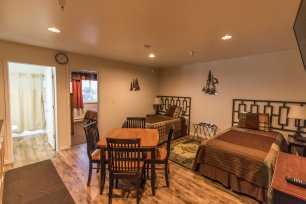 Wild Strawberry Lodge Suites can accomodate up to 4 people