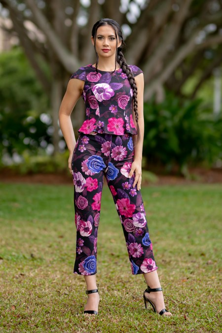 Flirty Top with Cap Sleeves and Capri Pants in Flower Power