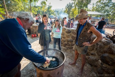 Every morning Des and Telka gather travellers together around the communal campfire for johnny cakes and billy tea