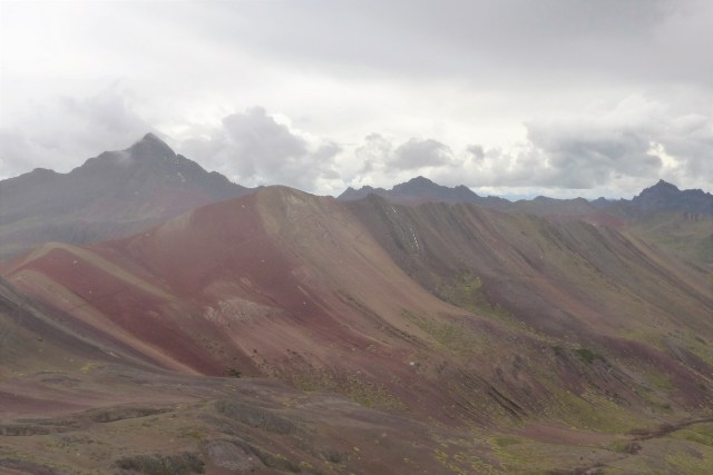 red valley - rainbow mountain