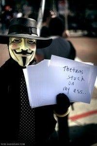 Sie kämpfen gegen Scientology: Die Rächer mit der Maske!