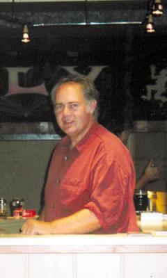 Uwe Konrad ist der Veranstalter von Buzzy Bee & The Easy Lovers Show im Ederblickzentrum.