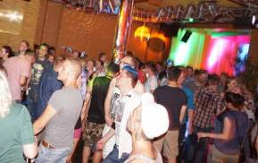 Gays, Lesbians & Friends feiern bei der SinnLust Party in Kassel