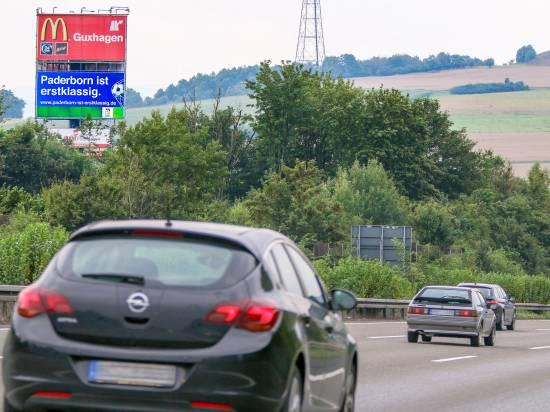 """""""Paderborn ist erstklassig"""" lesen mehr als 60.000 Autofahrer täglich auf der A 7 bei Malsfeld in Richtung Kassel.   Bildrechte: Stadt Paderborn"""
