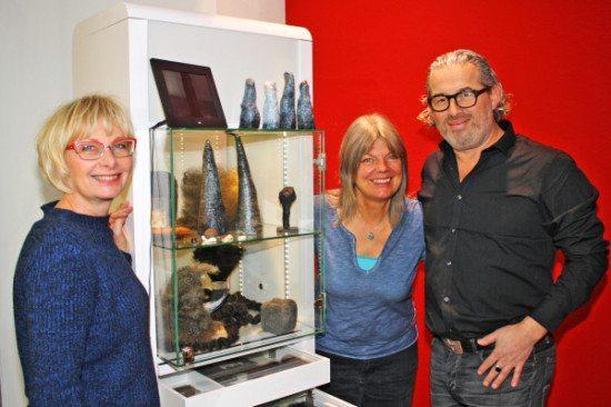 Kulturamtsleiterin Dorothée Rhiemeier, Künstlerin Choosy und Emil Bergfeld von Christa Gruber