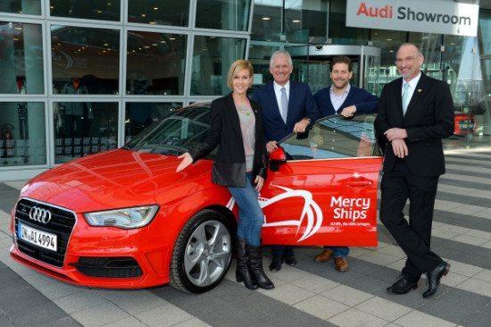 Wolke Hegenbarth nimmt den Audi Generation Award für ihr ehrenamtliches Engagement entgegen
