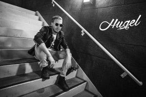 """Der Franzose Florent Hugel hat mit Jasmine Thompson ihren neuen Song """"Where We Belong"""" produziert, kommt mit seinem Hit """"Coming Home"""" zur planet radio party attack am 21. Mai nach Herborn. Foto: Warner"""