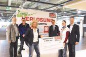 Bild: v.l. Friedhelm Hake (Caritas Paderborn), Mathias Vetter (Geschäftsführer SC GW), Rosi Aschenbrenner, Rudolf Boedeker (Hausleiter Möbel Finke), Carina Groppe (U25), Mike Woelke