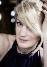 """""""The moon on my doorstep"""": Jazzsängerin Ulita Knaus sorgt auf dem Voices-Festival mit ihrer Band für eine feine Atmosphäre"""