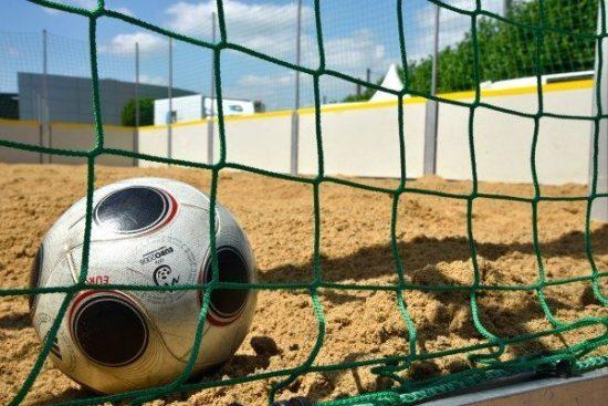 Strandfeeling und Fußballfieber vor dem Autohaus: Es ist wieder soweit - ein erneuter Wettkampf im Sand!