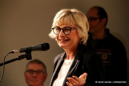 Kassels Kulturamtsleiterin Dorothee Rhiemeier sprach als erste Gratulantin (Foto: Rainer Sander)