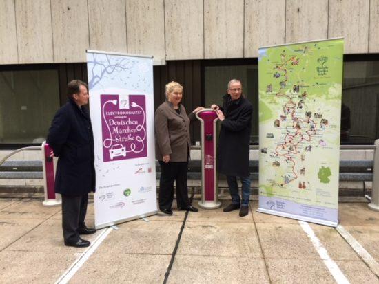 Elektromobil auf den Spuren der Brüder Grimm: Marburg ist vierte Ladestation an der Deutschen Märchenstraße