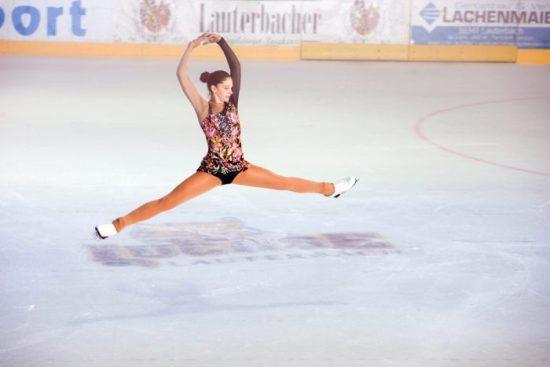 Eishalle Lauterbach Grazie & Härte. Freizeit und Sport on Ice.