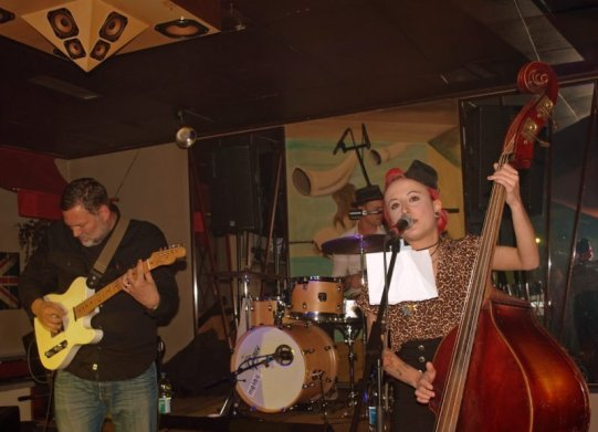 Rockiger Erfolg auf ganzer Linie - So war die Rockabilly Party im Billiard Café Kö in Korbach