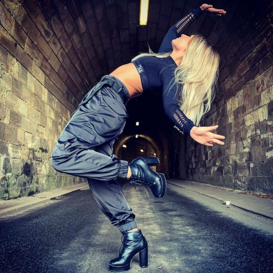 Ann C. unterrichtet und liebt Twerking. Wildwechsel hat sie per Skype im Ww-Interview über den Tanzstil Twerk ausführlich befragt.