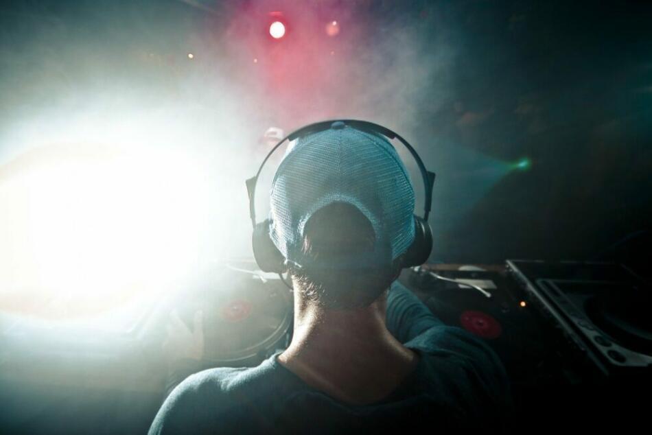 Partys heute, morgen, am Wochenende - DJ Motiv 04 - Archivfoto - c) Free-Photos auf Pixabay