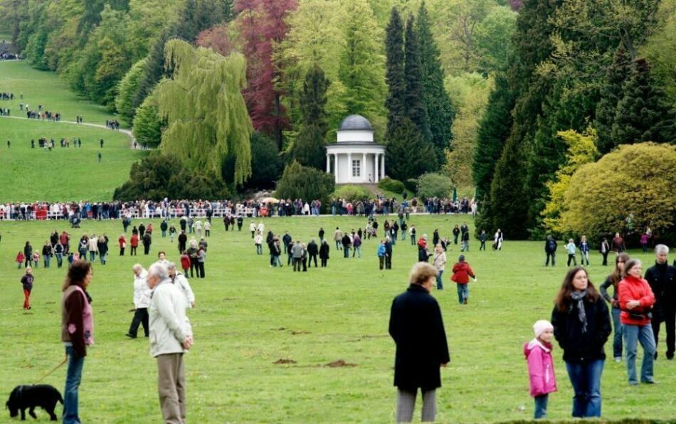 Bergpark Wilhelmshöhe: Bergparkfest 2010 Bergparkfest der Museumslandschaft Hessen Kassel und der Kassel Marketing GmbH. Programm aus Musik, Theater, Führungen, Informationen, kulinarischen Köstlichkeiten und den Wasserkünsten.