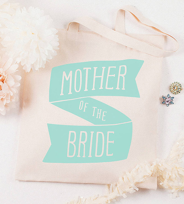 11 Thoughtful Gift Ideas Your Mom Deserves On Your Wedding Day