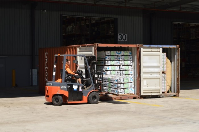 unpacking-shipping-containers