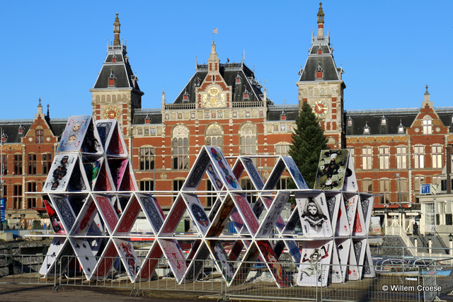 Kaartenhuis Centraal Station - Willem Croese