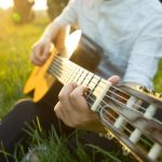 HUZZAH! Live Music with Acoustic Artist Kevin Bleakley on the Grass (and dinner too)