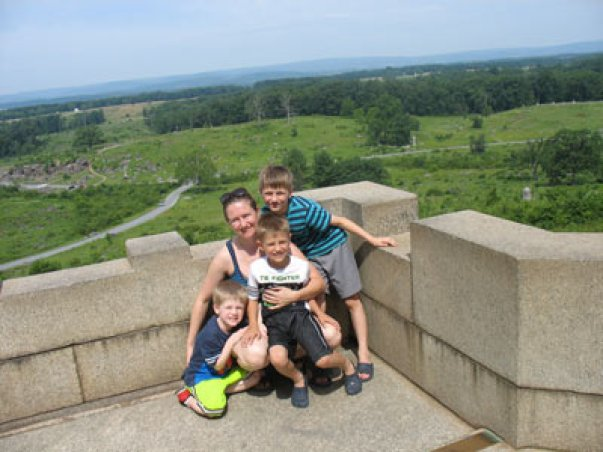 gettsburg-fort-with-family