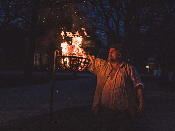 lighting of the cressets-at-colonial-williamsburg