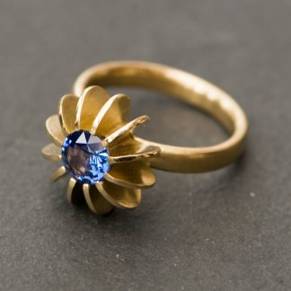 Blue Sapphire Sea Urchin ring in yellow gold
