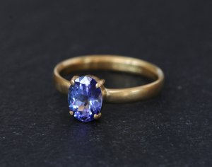 purple blue tanzanite solitaire set in gold ring