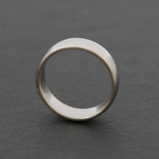Man's palladium metal wedding band