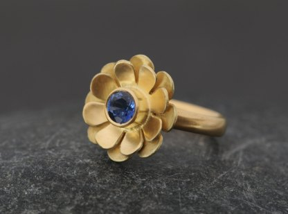 Blue sapphire daisy ring in yellow gold