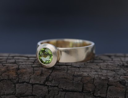 green peridot solitaire ring in 18k yellow gold