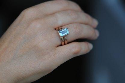 aquamarine-7-x-10mm-wedding-set-in-18K-rose-gold