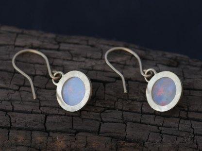 opal-8mm-cabs18K-y-gold-earrings