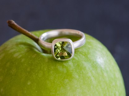 cushion-peridot-ring