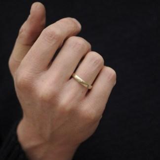 9k gold mans 4mm wedding band