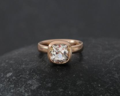 white topaz 8mm cushion in 18K r gold.