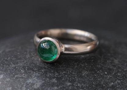 emerald 8mm cab ring in platinum