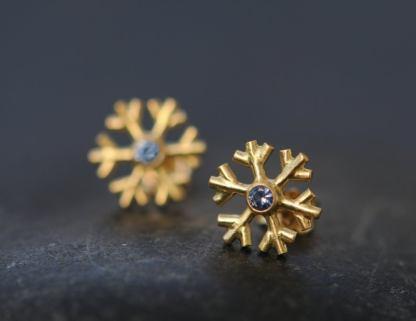 blue sapphire 18k gold snowflake stud earrings