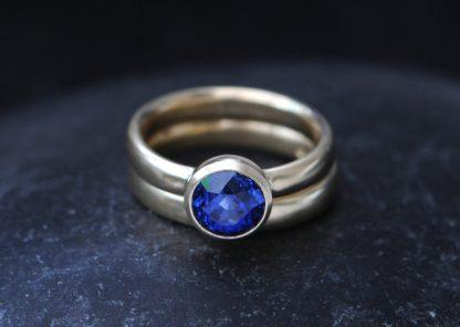 blue sapphire wedding set in 18K yellow gold