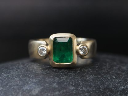 Chunky Emerald Ring with Diamonds in 18K yellow Gold