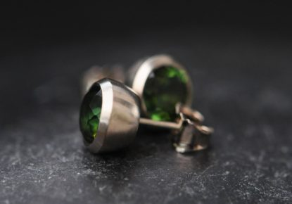 green tourmaline stud earrings 18K white gold