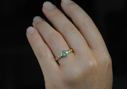 montana and yellow sapphire ring in 18K yellow gold