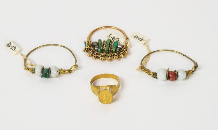 Ancient Gold Signet Ring; and Earrings