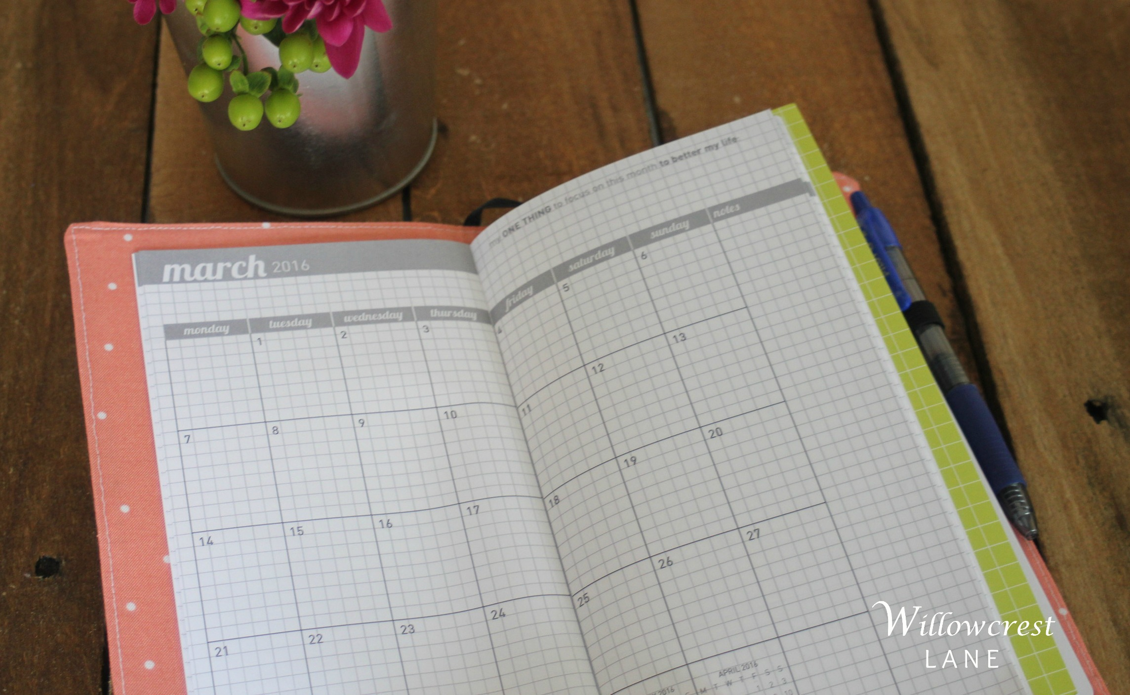 This monthly view is perfect for a quick glance when I'm out and about and don't have my larger family planner with me. I love the grid lines for neat note-taking.