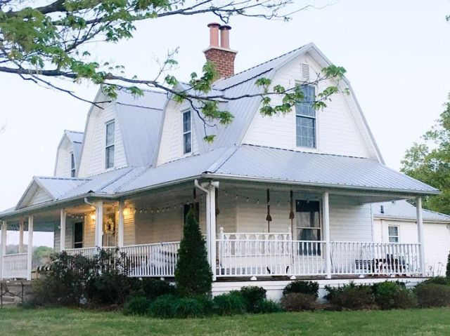 Gorgeous farmhouses I'm lusting after right now.