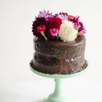Trick for Fresh Flower Cake Toppers
